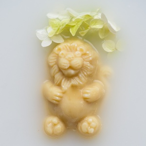 Eliá szappan oroszlán, Szépség(ápolás), Táska, Divat & Szépség, Krém, szappan, dezodor, Natúrszappan, Növényi alapanyagú szappan, Szappankészítés, Sheavajas-olívás szappan egy cseppnyi kókusszal a krémesen ápoló tisztításért. A termék különösen az..., Meska