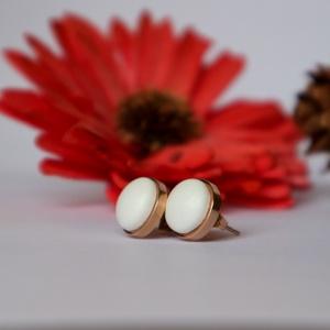 Fehér - rosegold nemesacél textilbőr fülbevaló, Pötty fülbevaló, Fülbevaló, Ékszer, Ékszerkészítés, Vékony, puha textilbőr anyag és rosegold színű nemesacél ékszeralapot kombináltam ennek a fülbevalón..., Meska