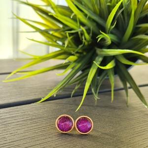 Csillogó lila - arany nemesacél fülbevaló, Ékszer, Fülbevaló, Pötty fülbevaló, Ékszerkészítés, Különleges, csillogó hatású, lila színű textilbőr anyag és arany színű, nemesacél ékszeralap felhasz..., Meska