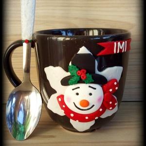 Pöttyös sálas hóember, Otthon & lakás, Konyhafelszerelés, Bögre, csésze, Gyurma, Barna kerámia bögre pöttyös sálas Hóemberrel díszítve és a hozzá készült kiskanál. A díszítés süthe..., Meska