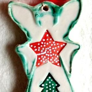 Karácsonyhozó kerámia angyalka, Karácsony & Mikulás, Karácsonyfadísz, Kerámia, Az angyalkát fehér agyagból készítettem, majd fehér, zöld, és piros mázzal díszítettem. Ajánlom szer..., Meska