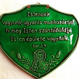 """Idézetes táblácska- Szent Pál idézettel, Művészet, Szobor, Kerámia, Kerámia, A táblát fehér agyagból készítettem, \nmajd zöld mázzal festettem. \n\n\""""Istennek vagyunk ugyanis munkat..., Meska"""