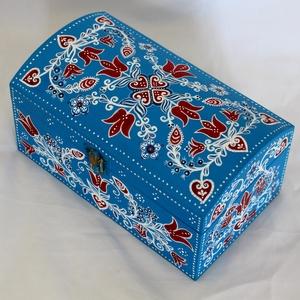 Székelyföldi tulipános ládika, Művészet, Más művészeti ág, Festett tárgyak, Famegmunkálás, A kis fából készült láda székelyföldi bútorfestő technikával készült. A ládika alapszíne kék, ezt dí..., Meska