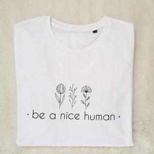 Be a nice human, Táska, Divat & Szépség, Ruha, divat, Női ruha, Póló, felsőrész, Fotó, grafika, rajz, illusztráció, Mindenmás, Hogyan lehetne a Föld egy jobb hely?\nA szeretet és türelem a válasz.  Az állatokkal, egymással, maga..., Meska
