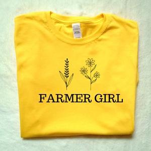 Farmer Girl napsárga, Ruha & Divat, Női ruha, Póló, felső, Fotó, grafika, rajz, illusztráció, Mindenmás, Legyen az egy közösségi kert a városban, egy mini oázis a balkonon, falusi kertészkedés  netán egy g..., Meska