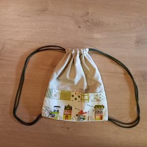 Házikós tornazsák, Gymbag, Hátizsák, Táska & Tok, Varrás, 27*32 cm-es bélelt tornazsák lenvászonból. Kívül van 2-2 zseb a táska mindkét oldalán., Meska