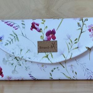 """Tátika virágos vízálló """"KRISZTI"""" kártyatartós pénztárca, Táska, Divat & Szépség, Táska, Pénztárca, tok, tárca, Pénztárca, Varrás, Fehér alapon virágmintás vízálló designer szövetből készült női pénztárca. \n12 kártya fér el benne, ..., Meska"""