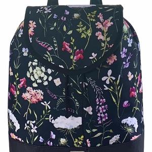 Fekete alapon tátika virágos �JUDIT vízálló női hátizsák, Táska & Tok, Hátizsák, Hátizsák, Varrás, Meska