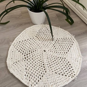 Törtfehér csillagvirág szőnyeg, Otthon & lakás, Lakberendezés, Lakástextil, Szőnyeg, Horgolás, Egyedi kézműves szőnyeg. Saját minta alapján készült.\n100%-ban újrahasznosított pamutból , így védve..., Meska