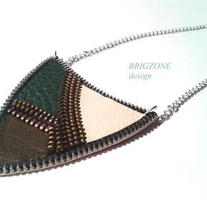 Zöld nyaklánc, Ékszer, Nyaklánc, Ékszerkészítés, Bőrművesség, Bőr és cipzár társulásából készült nyaklánc, ragasztásos technikával. \nMérete: 7x 10 cm\nEgyedi darab..., Meska