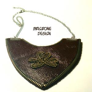 Bordó nyaklánc, Ékszer, Nyaklánc, Ékszerkészítés, Bőrművesség, Bőr és cipzár társulásából készült nyaklánc, ragasztásos technikával. \nMérete: 11x 11 cm\n..., Meska