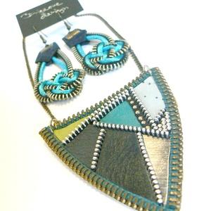 Kék szett, Ékszer, Ékszerszett, Ékszerkészítés, Bőrművesség, Bőr és cipzár társulásából készült nyaklánc, ragasztásos technikával, társul hozzá egy kék szaténszá..., Meska