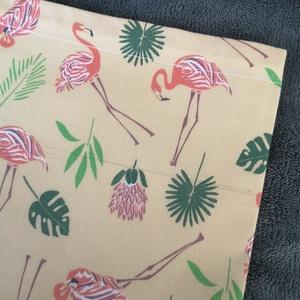 Flamingós kenyeres zsák, Táska & Tok, Bevásárlás & Shopper táska, Kenyeres zsák, Varrás, A tasak egyik oldala pamutvászonból, míg a belső oldala pul anyagból készült, így frissen tartja, am..., Meska