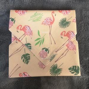 Flamingós újraszalvéta, NoWaste, Textilek, Textil tároló, Varrás, A szalvéta egyik oldala pamutvászonból, míg a belső oldala pul anyagból van, így frissen tartja a be..., Meska