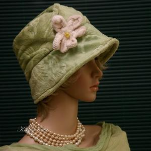 """WELLSOFT cloche - flapper kalap/ almazöld, Kalap, Sál, Sapka, Kendő, Ruha & Divat, Varrás, Festett tárgyak, Az 1920-as évek divatja köszön vissza \""""Marie\"""" fantázianevű, kis-karimás, fejhez simuló design-kalapj..., Meska"""