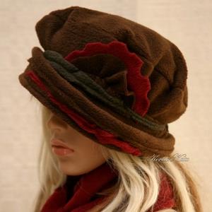PILLE-szett / barna polár-kalap sállal, Ruha & Divat, Sál, Sapka, Kendő, Sapka & Sál szett, Csoki-barna színű puha polárból készült béleletlen,  pillekönnyű, meleg kalapocska.  Bordó virágdísz..., Meska