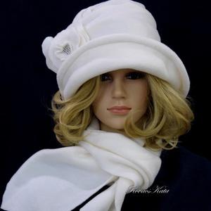 """ERNA cloche/fehér szett - polár kalap sállal, Ruha & Divat, Sál, Sapka, Kendő, Sapka & Sál szett, Varrás, Az 1920-as évek flapper divatja köszön vissza \""""ERNA\"""" fantázianevű, rakott-tetejű, harang-szabású, mé..., Meska"""