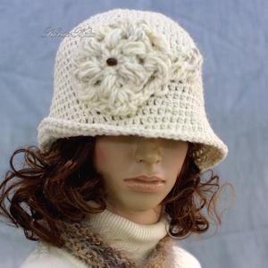 MAGNÓLIA - horgolt flapper kalap, Ruha & Divat, Sál, Sapka, Kendő, Kalap, A '20-as évek stílusában tervezett, mélyen fejbe húzható, horgolt kalapom kézműves tiszta-gyapjúból ..., Meska