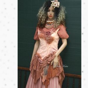 HAMUPIPŐKE - art to wear korzet-ruha, Ruha & Divat, Női ruha, Ruha, Festett tárgyak, Varrás, A bohém ruhák kedvelőinek:\n\nRozsdás árnyalatokkal kézzel festett, oldalt-zipes korzet-szerű derékrés..., Meska