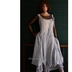 TAMARA/slate - shabby chic design-ruha , Táska, Divat & Szépség, Ruha, divat, Női ruha, Ruha, Varrás, Festett tárgyak, A vintage stílus kedvelőinek:\nPalakékre kézzel festett, könnyű, nyers pamutvászonból készült, prince..., Meska
