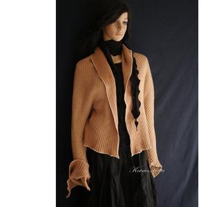 MOLLY - avantgard kötött kabátka, Táska, Divat & Szépség, Ruha, divat, Női ruha, Poncsó, Kabát, Varrás, Réteges öltözködéshez:\nBohém lagenlook stílusú, drapp gépi kötött kelméből készült különleges szabás..., Meska