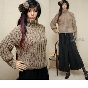 GIDA-pulcsi - exkluzív kézzel kötött téli pulóver, Ruha & Divat, Pulóver & Kardigán, Női ruha, Vatta-puhaságú drapp színű tiszta-gyapjú- és akril fonalból habosan kötött vagány, meleg pulóver, ig..., Meska