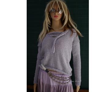 BABY ALPAKA PULCSI - kézzel kötött exkluzív artsy-design pulóver, Ruha & Divat, Női ruha, Pulóver & Kardigán, Ez a gyönyörű artsy design-pulóver igazi luxusdarab lehet egy igényes Nő ruhatárában.  Halvány lilás..., Meska