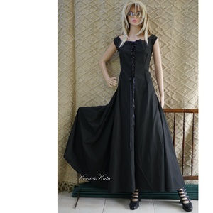 ÉBEN KIRTLE - extravagáns design-ruha - Meska.hu