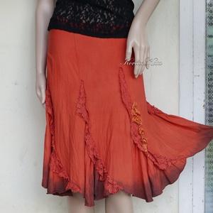 KORALL - artsy chic szoknya, Táska, Divat & Szépség, Ruha, divat, Női ruha, Szoknya, Festett tárgyak, Varrás, Kézzel korall-pirosra festett, szürkével kontúrozott, applikált, puha pamutból készült banán-szabású..., Meska