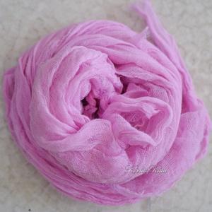MULL-KENDŐ / pink - batikolt géz sál, Sál, Sál, Sapka, Kendő, Ruha & Divat, Festett tárgyak, Kreatív ruhatárad nélkülözhetetlen darabjai lehetnek ezek a pihe-puha mull-gézből szabott, \ntéglalap..., Meska