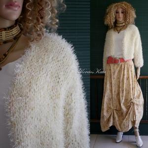 BORZI-KARDI / bézs - exkluzív kézzel kötött selyem kabátka, kardigán, Táska, Divat & Szépség, Ruha, divat, Női ruha, Póló, felsőrész, Kabát, Poncsó, Kötés, Puhaságával kényeztető, műszőrme hatású szempilla-fonalból és pamutos viszkóz-selyem fonalból kézzel..., Meska