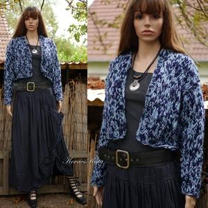 MARGÓ / tweed - trendi kézzel kötött gyapjúkabátka, kardigán , Táska, Divat & Szépség, Ruha, divat, Női ruha, Kabát, Poncsó, Kötés, Hűvösebb napokon jó szolgálatot tesz ez a vastag, kézzel kötött rövid gyapjú-kabátka.\nA kék színek m..., Meska