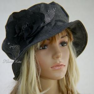 GEMMA - romantikus harang kalap / szürke L, Táska, Divat & Szépség, Ruha, divat, Sál, sapka, kesztyű, Sapka, Női ruha, Varrás, Szürke melange gyapjúszövetből készült romantikus, bélelt kalapocska saját anyagából vágott virággal..., Meska