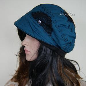 HEXE - design-kalap / kék, Táska, Divat & Szépség, Női ruha, Ruha, divat, Sál, sapka, kesztyű, Sapka, Varrás, Kétrétegű (vadkacsa-kék+ fekete) pamut-jersey kalapka csipke-dekorációval, kézi-tűzésekkel, felhajth..., Meska