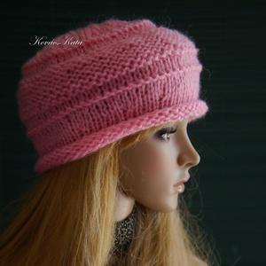 VIVIEN - bohém kötött sapka / pink, Táska, Divat & Szépség, Ruha, divat, Sál, sapka, kesztyű, Sapka, Női ruha, Puha, intenzív rózsaszínű mohair fonalból kötöttem ezt a franciásan sikkes fejfedőmet. A felpöndöröd..., Meska