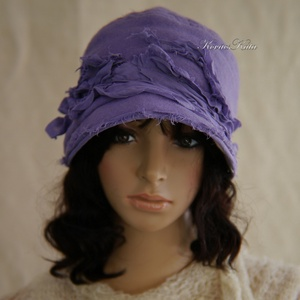 VANDA cloche -artsy flapper kalap, Kalap, Sál, Sapka, Kendő, Ruha & Divat, Varrás, Az 1920-as évek flapper divatjában terveztem ezt a puha,laza,lila gyapjúszövetből készült, mélyen fe..., Meska