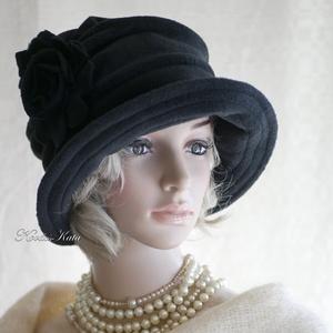 """ERNA cloche -fekete polár flapper kalap, Ruha & Divat, Sál, Sapka, Kendő, Kalap, Varrás, Az 1920-as évek flapper divatja köszön vissza \""""ERNA\"""" fantázianevű, rakott-tetejű, harang-szabású, mé..., Meska"""