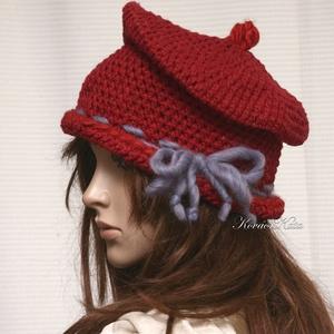 GYAPJÚ-CILINDER - horgolt design kalap, Ruha & Divat, Sál, Sapka, Kendő, Kalap, Borvörös vintage kártolt gyapjúból készítettem ezt a roggyantott cilinder-fazonú kalapocskát. Enyhén..., Meska