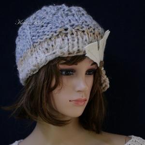 CLOCHE-ART - extravagáns kézzel kötött kalap, sapka /  mogyoró-kék (brokat) - Meska.hu