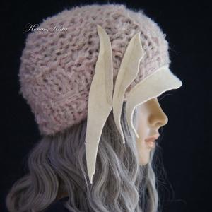 CLOCHE-ART - extravagáns kézzel kötött kalap, sapka / púder, Ruha & Divat, Sál, Sapka, Kendő, Kalap, A '20-as évek flapper-stílusában, aszimmetrikus karimával, filc dekorációval, vastag moher-és gyapjú..., Meska