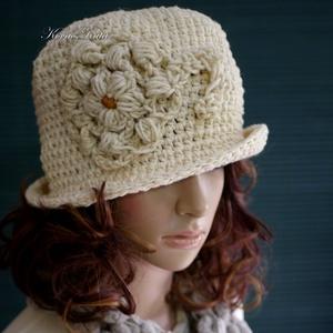 MAGNÓLIA -  nyers gyapjú horgolt kalap , Ruha & Divat, Sál, Sapka, Kendő, Kalap, A '20-as évek stílusában készült fejbe húzható, keményre horgolt kalapom hazai kézműves gyapjúfonalb..., Meska