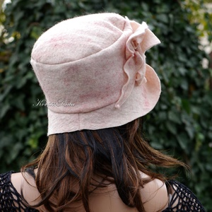 ZORA - design filc kalap / rózsa (brokat) - Meska.hu
