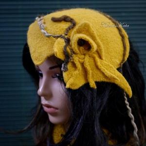FASCIONATOR - artsy nemez kalap / okker, Ruha & Divat, Sál, Sapka, Kendő, Kalap, Kötés, Nemezelés, Extravagáns kalapocska a művészi fejdíszek kedvelőinek:\nkézzel kötött, majd nemezelt 100% gyapjúból ..., Meska