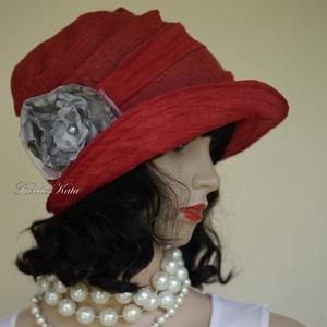 RÓZA - lenvászon design kalap S , Ruha & Divat, Sál, Sapka, Kendő, Kalap, Varrás, Festett tárgyak, Kézzel festett laza lenszövetből, és organzából  készítettem ezt a mély-piros színű, látványos kalap..., Meska