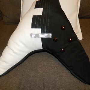 Gitár alakú párna - Fekete-fehér Gibson Flying V típusú gitár párna - csak rendelésre! - otthon & lakás - lakástextil - párna & párnahuzat - Meska.hu