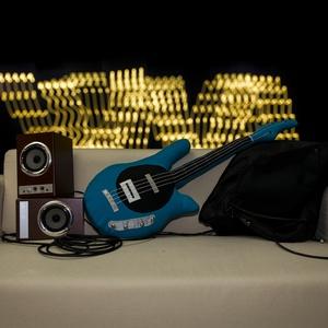 GitárPárna / Élethű, kék színű Bongo Man típusú basszusgitár párna, Játék, Gyerek & játék, Lakberendezés, Otthon & lakás, Lakástextil, Párna, Varrás, GitárPárna / Élethű, kék színű Bongo Man típusú basszusgitár párna\n\nTest anyaga: kék színű textil, f..., Meska