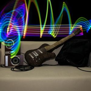 Gitár alakú párna - Barna színű Gibson Les Paul típusú gitár párna élethű nagyságban!, Párna & Párnahuzat, Lakástextil, Otthon & Lakás, Varrás, Rock Párna / Barna színű Gibson Les Paul típusú Gitár Párna\n\nTest anyaga: barna színű textil \nHúrok:..., Meska