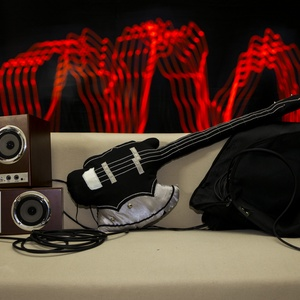 Gitár alakú párna - Cort AXE-2 típusú fekete-ezüst  basszusgitár párna élethű nagyságban!, Ló, Plüssállat & Játékfigura, Játék & Gyerek, Varrás, Rock Párna / Cort AXE-2 típusú fekete-ezüst  basszusgitár párna élethű nagyságban\n\nTest anyaga: feke..., Meska