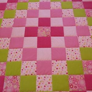 Patchwork takaró - vidám tavaszi színekkel, Baba-mama-gyerek, Gyerekszoba, Falvédő, takaró, Patchwork, foltvarrás, Varrás, Egyedi készítésű patchwork takaró. Pamut anyag vidám színekből.  Takarónak a mérete: 175x205cm (+/-..., Meska