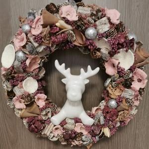 Szarvasos Rózsaszín Ajtódísz, Karácsonyi Kopogtató, Karácsonyi kopogtató, Karácsony & Mikulás, Otthon & Lakás, Virágkötés, Mindenmás, Egyedi kézzel készített ajtódísz, ami minden  ajtónak éke lehet. A kopogtató készítésekor törekedtem..., Meska